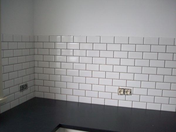Keuken Tegels Plaatsen : plaatsen van metrotegels in keuken plaatsen van keramische tegel in